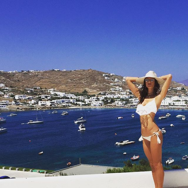 Santa Marina Resort Mykonos - Alessandra Ambrosio