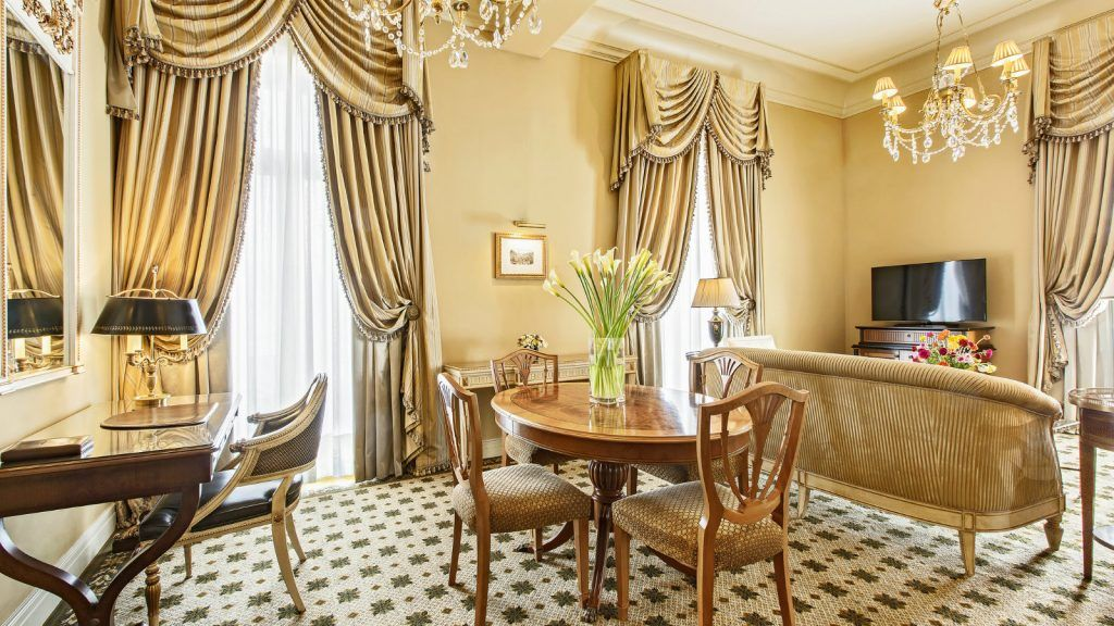 grand-deluxe-suite-living-room-at-hotel-grande-bretagne-athens-1