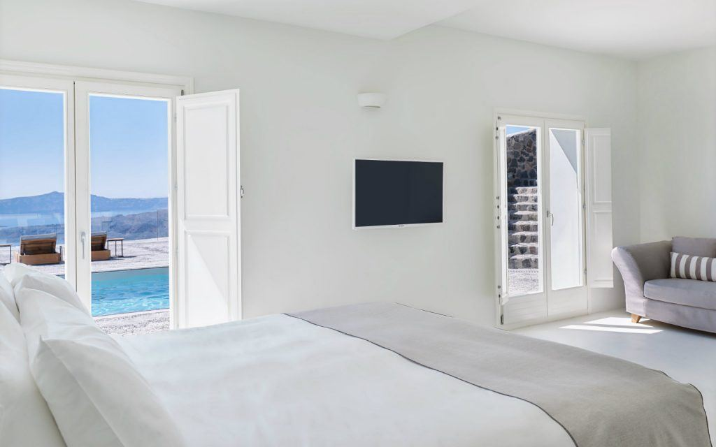 journey-to-greece-nafsika-estate-santorini-luxury-villa-bedroom
