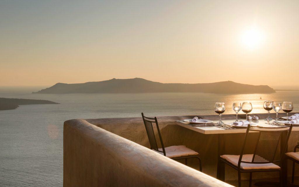 mr e restaurant santorini greece fira